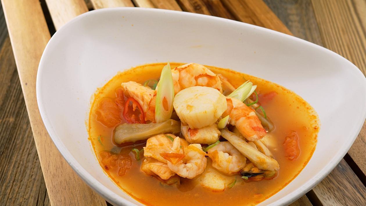Scharfe Thai Suppe mit Meeresfrüchten