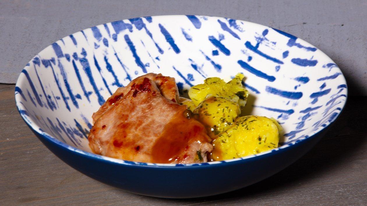 Schnitzel mit Pfeffersauce, Miniknödel und Brösel