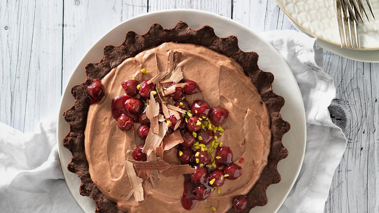 Schokoladen-Tarte mit eingemachten Kirschen