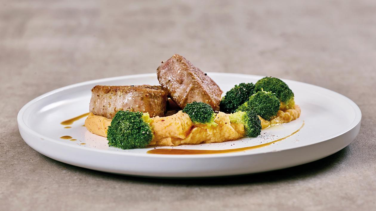 Schweinefilet mit Brokkoli und Paprika- Kartoffelpüree