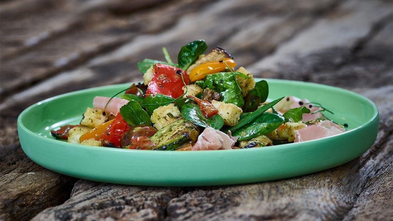 Spanischer Brotsalat mit gegrilltem Gemüse und Bellota Schinken