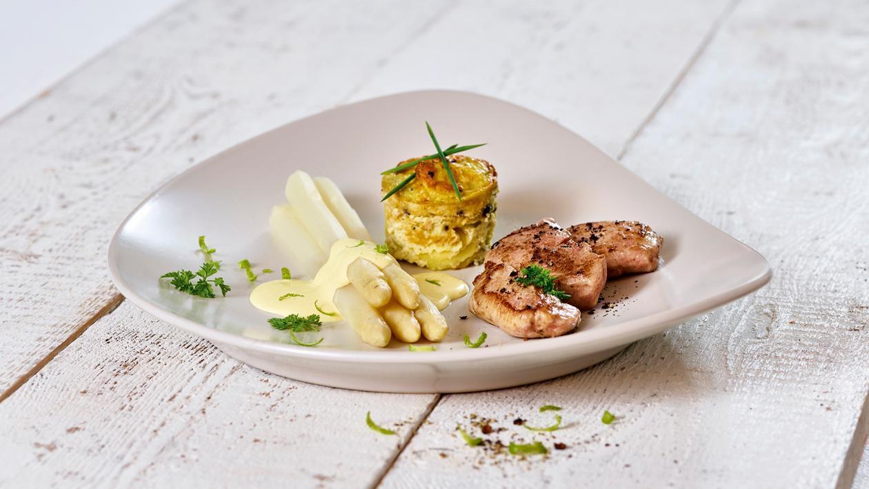 Spargel mit gebratenem Schweinefilet und Kartoffelgratin