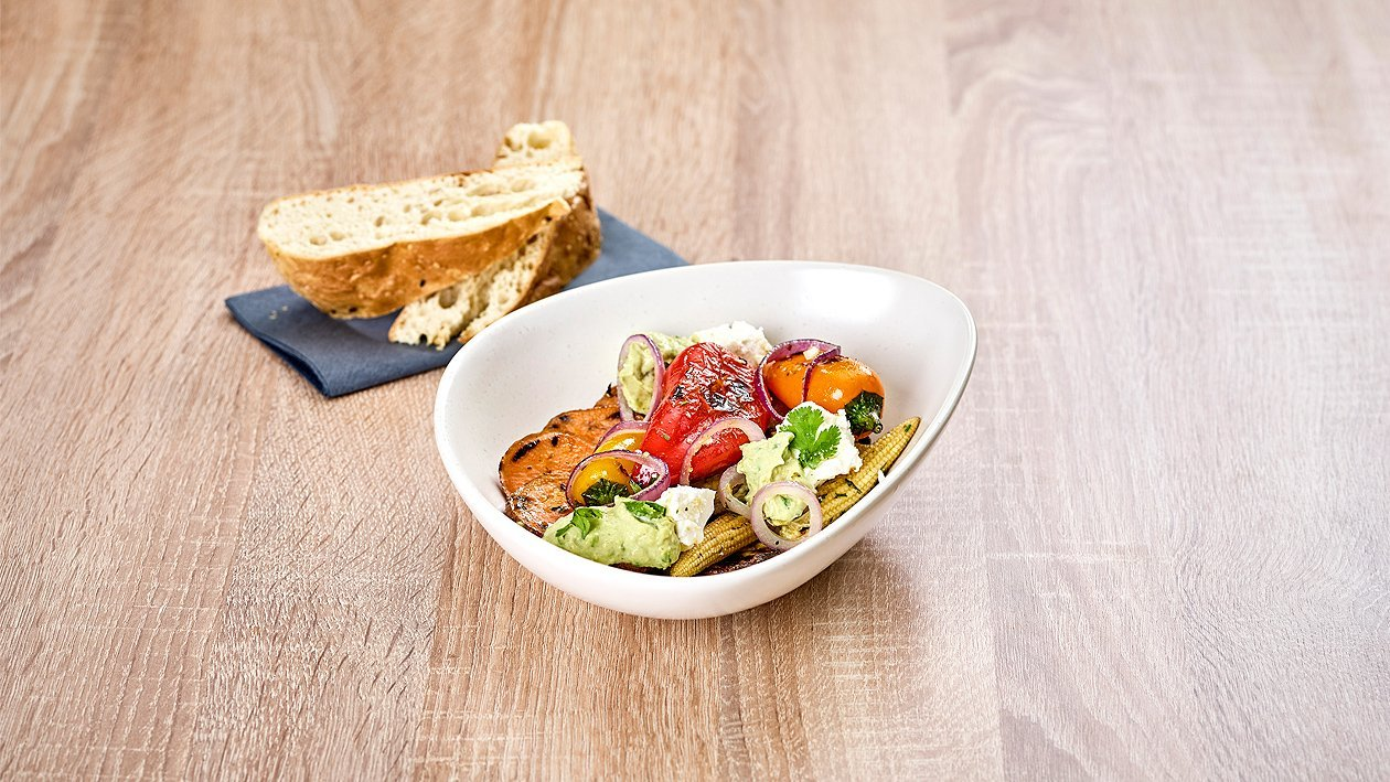 Süßkartoffel-Gemüse-Feta Bowl