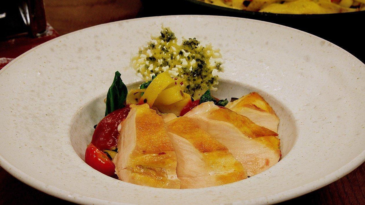 Tagliatelle mit Spinat, Zuchini und Tomatenschaum, Gebratene Poulardenbrust