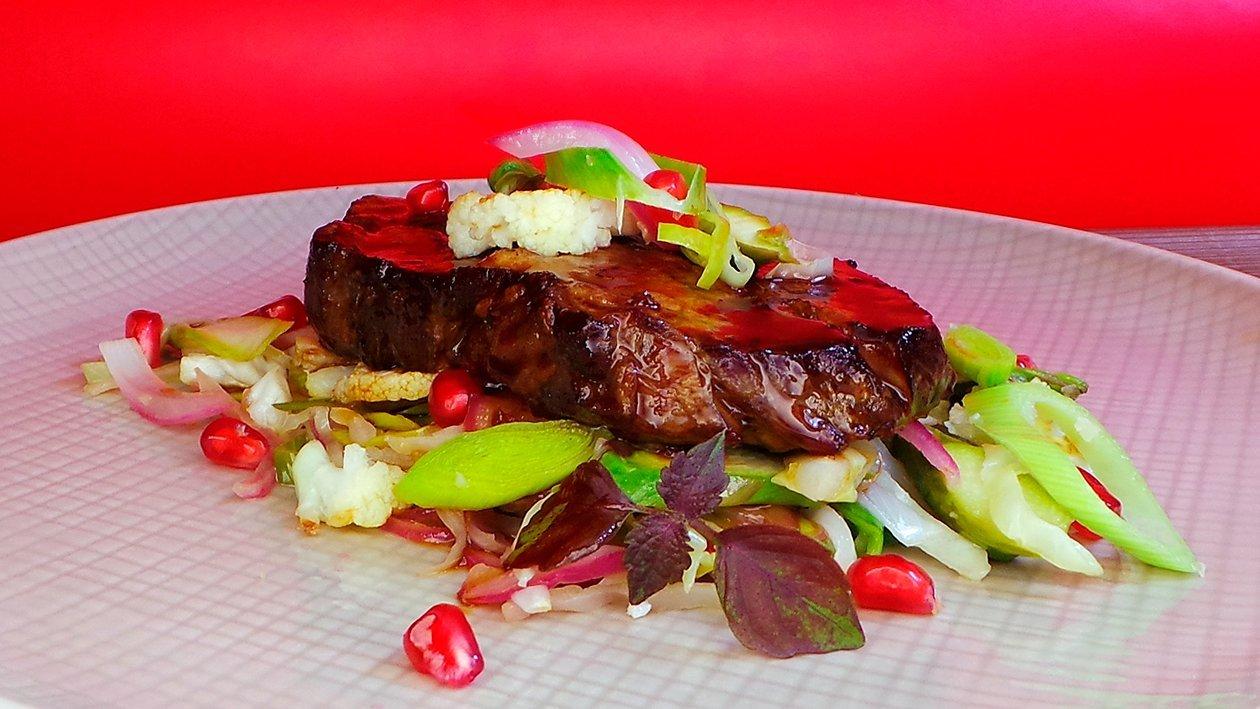 Teriyaki Steak mit geschmortem Gemüse
