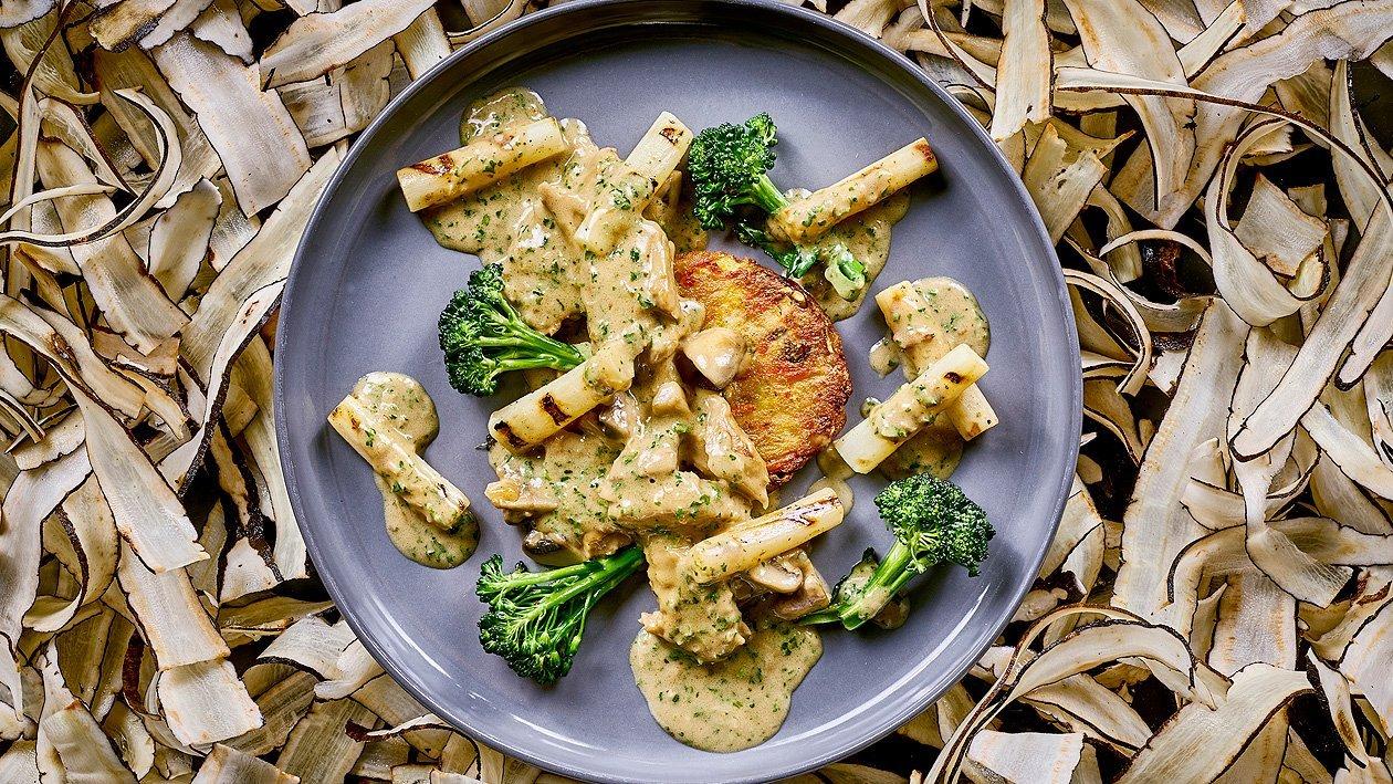 Veganes Geschnetzeltes an wildem Broccoli und Rösti