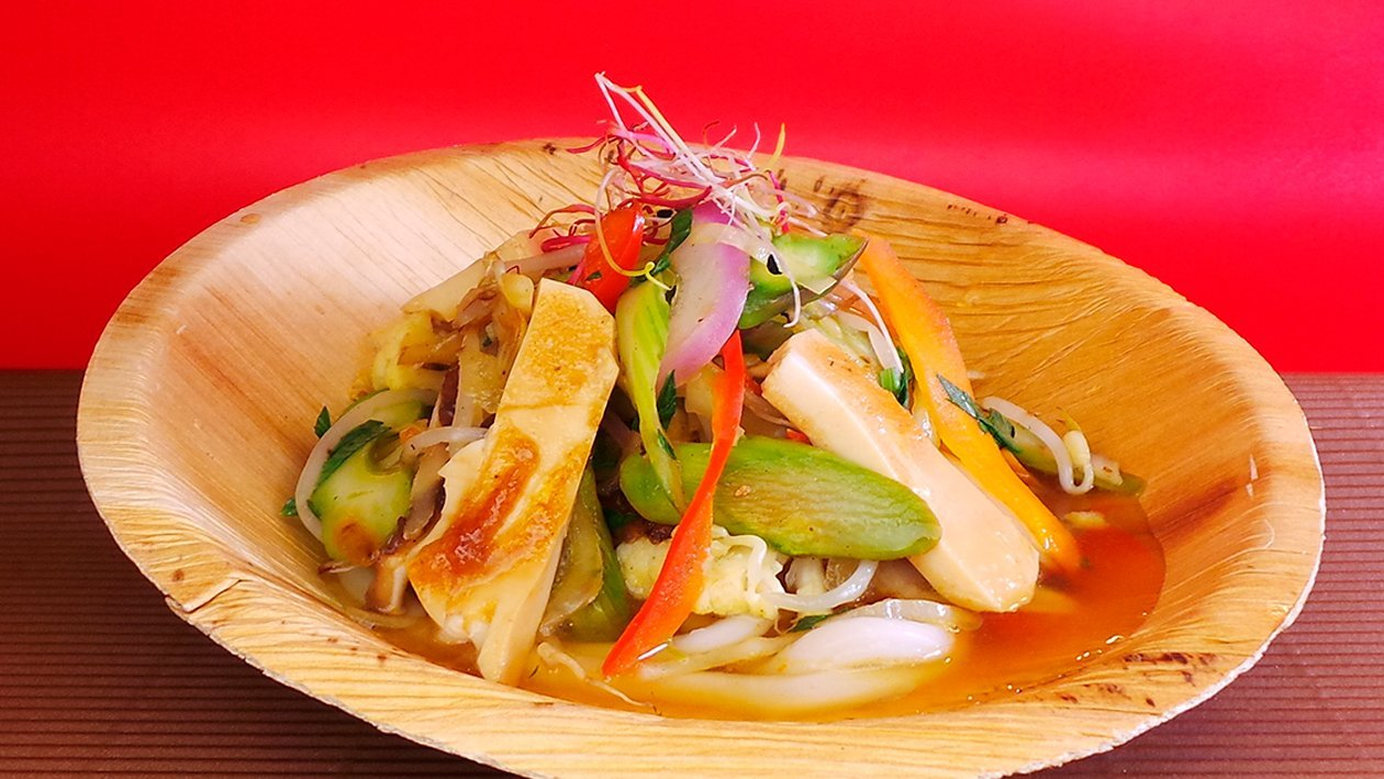 Vegetarische Udon Suppe