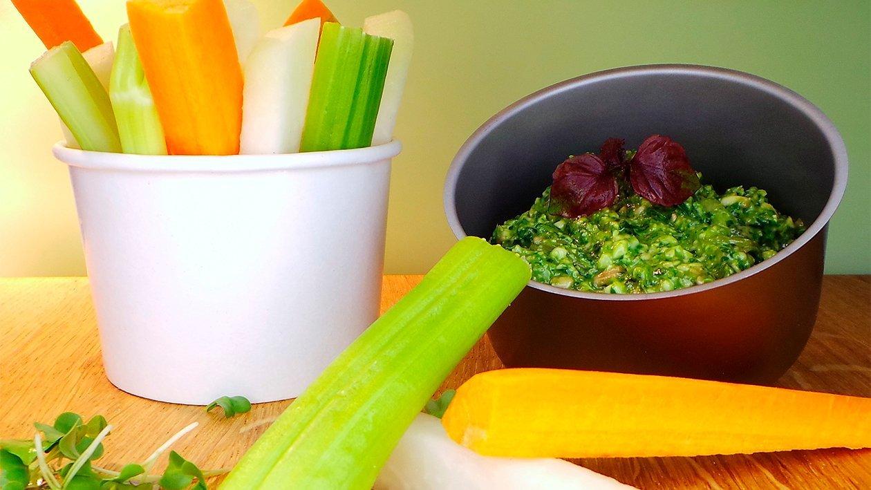 Veggie Sticks mit Mangold - Cashewkern - Pesto