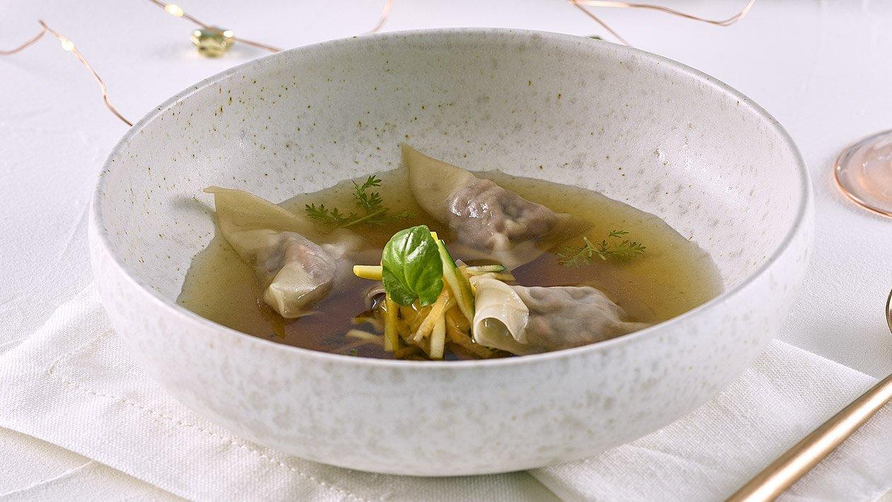 Wild Consommé mit gefüllten Wan Tan