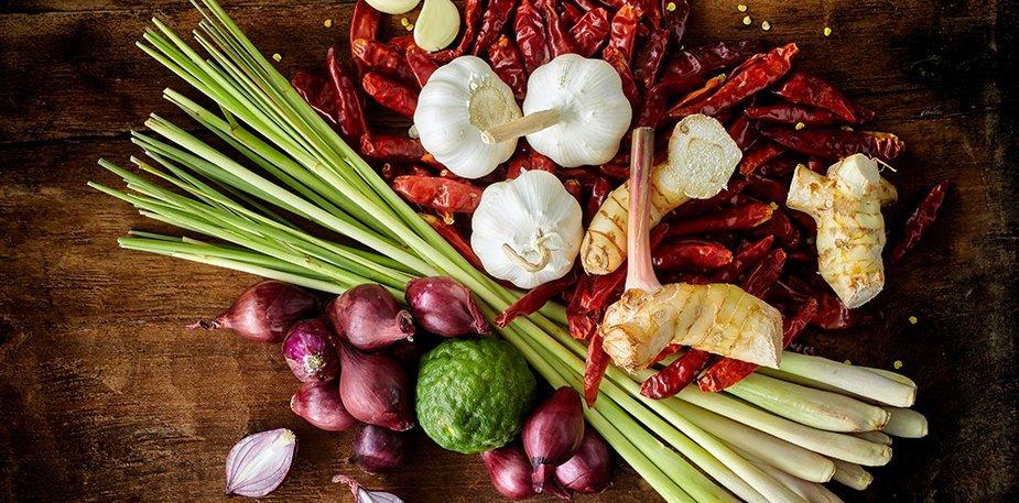 Knorr Πικάντικη Σάλτσα με Τσίλι και Τομάτα 1 lt - Με πιπεριές τσίλι, τομάτα, κρεμμύδι, τζίντζερ και  σχοινόπρασο