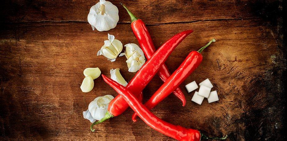 Knorr  Πικάντικη  Σάλτσα με Τσίλι 1 lt - Με κόκκινες πιπεριές τσίλι, σκόρδο και ραφιναρισμένη  ζάχαρη