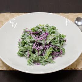 Σαλάτα με κέιλ και λάχανο