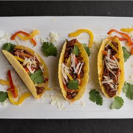 Σπετσοφάι Tacos με Knorr Chili Tomato Sauce, Γλυκές Πιπεριές, Κόλιανδρο και Κασέρι