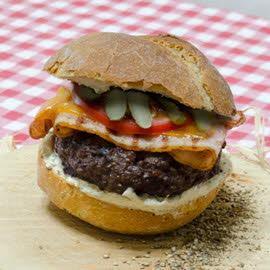 Montreal Style Cheeseburger με καυτερό Dressing
