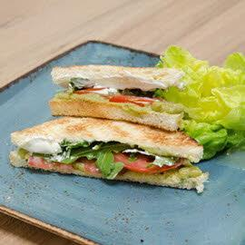 Sandwich με Πέστο και Τομάτα