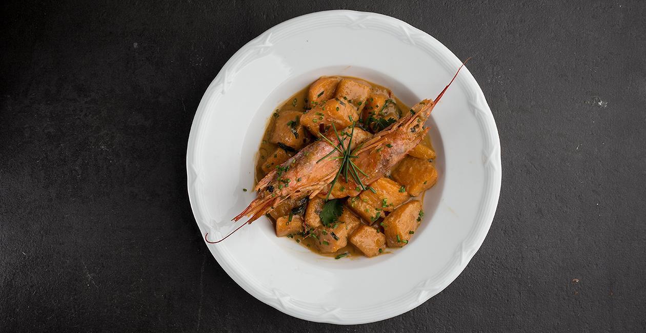 Γαρίδες με Knorr Thai Red Curry Paste, Κολοκύθα,  φύλλα Σέλινου και Lime