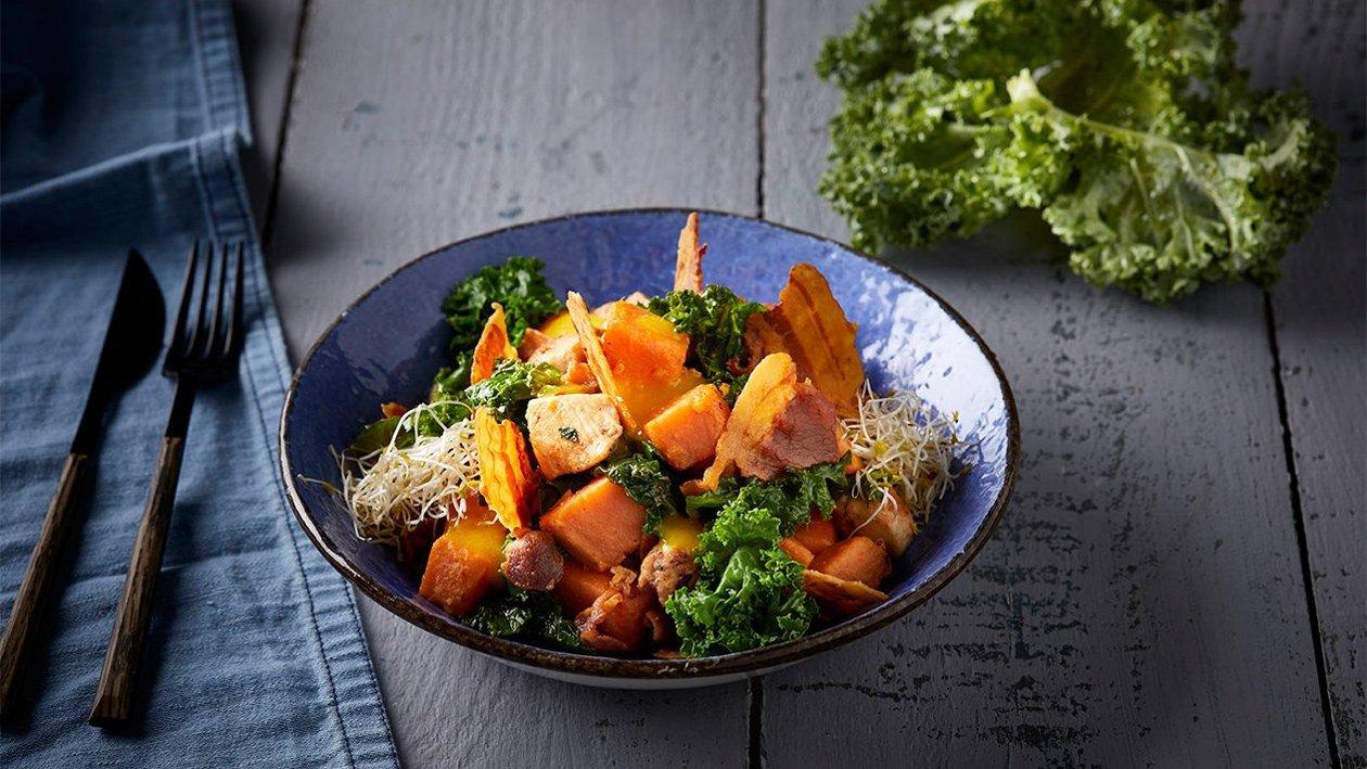 Ζεστή σαλάτα με γλυκοπατάτα, κοτόπουλο και kale