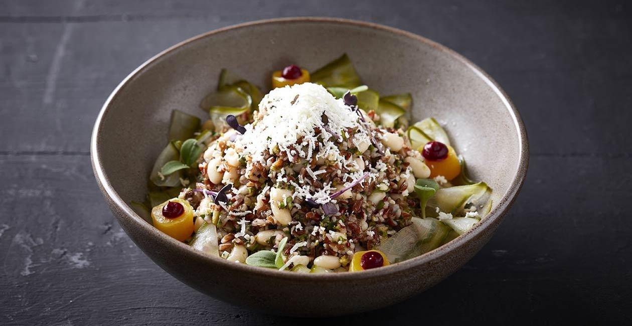 Σαλάτα από Κόκκινο Ρύζι με Αμύγδαλα, Μπρόκολο, Φέτα και Φασόλια