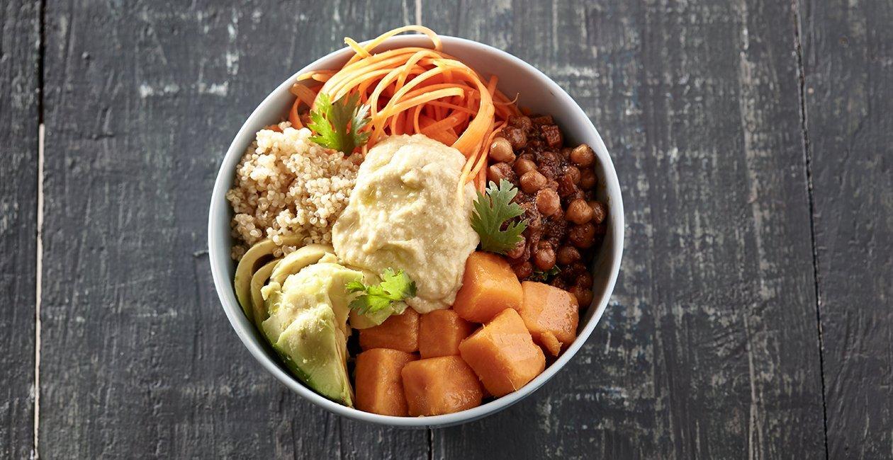 Buddha Bowl με Κινόα, Λαχανικά & Χούμους