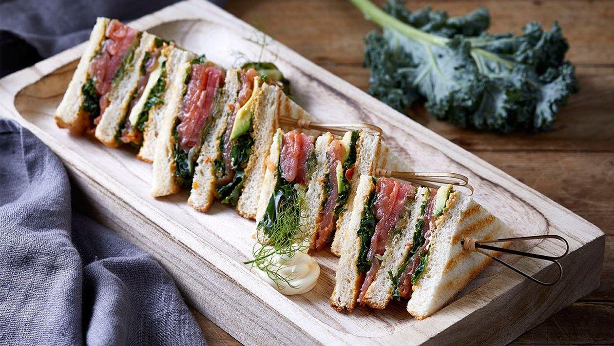 Club sandwich σολομού
