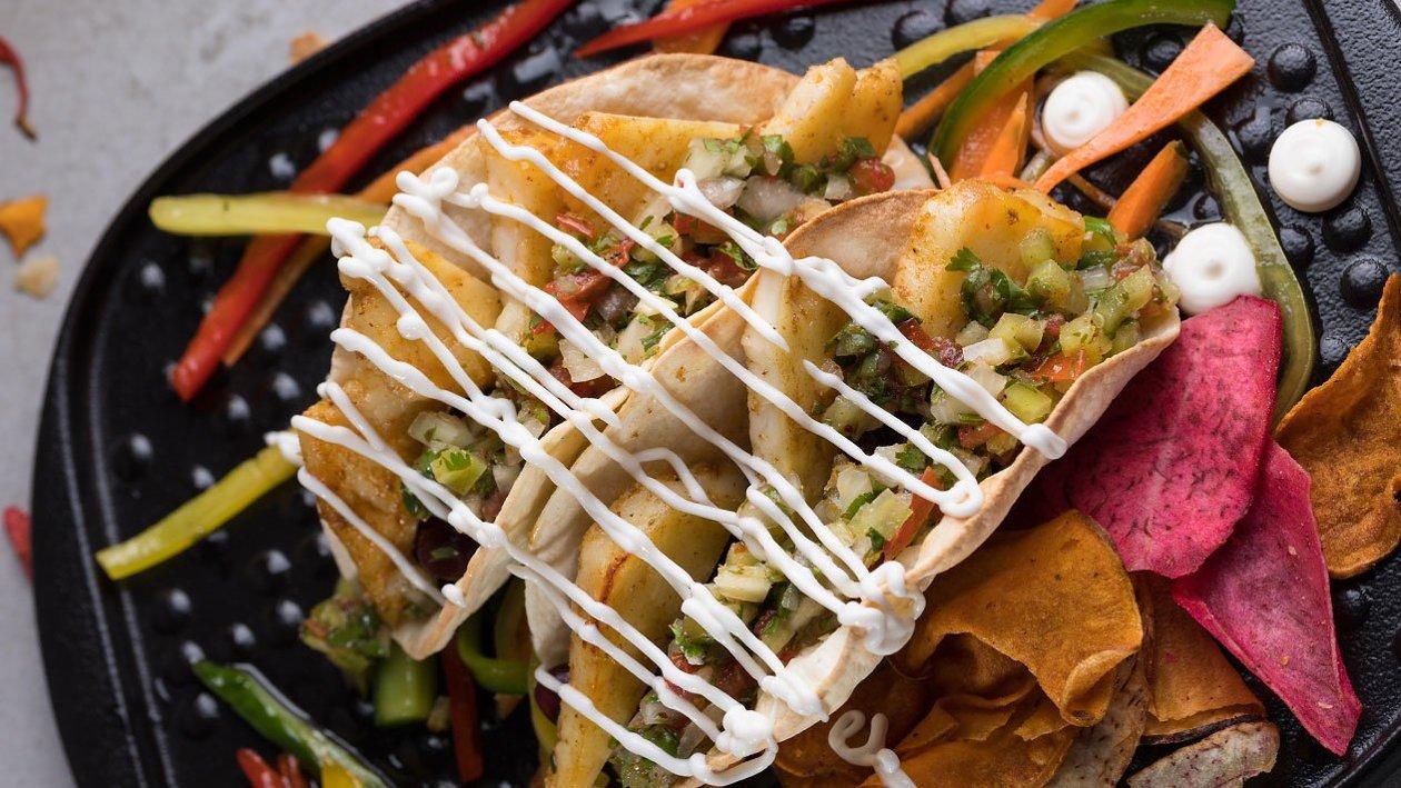 Tacos με μαριναρισμένο ψητό χαλούμι, Hellmann's Vegan και pico de gallo