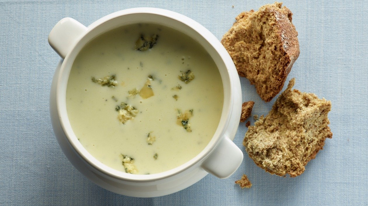 Asparagus & blue cheese soup – recipe