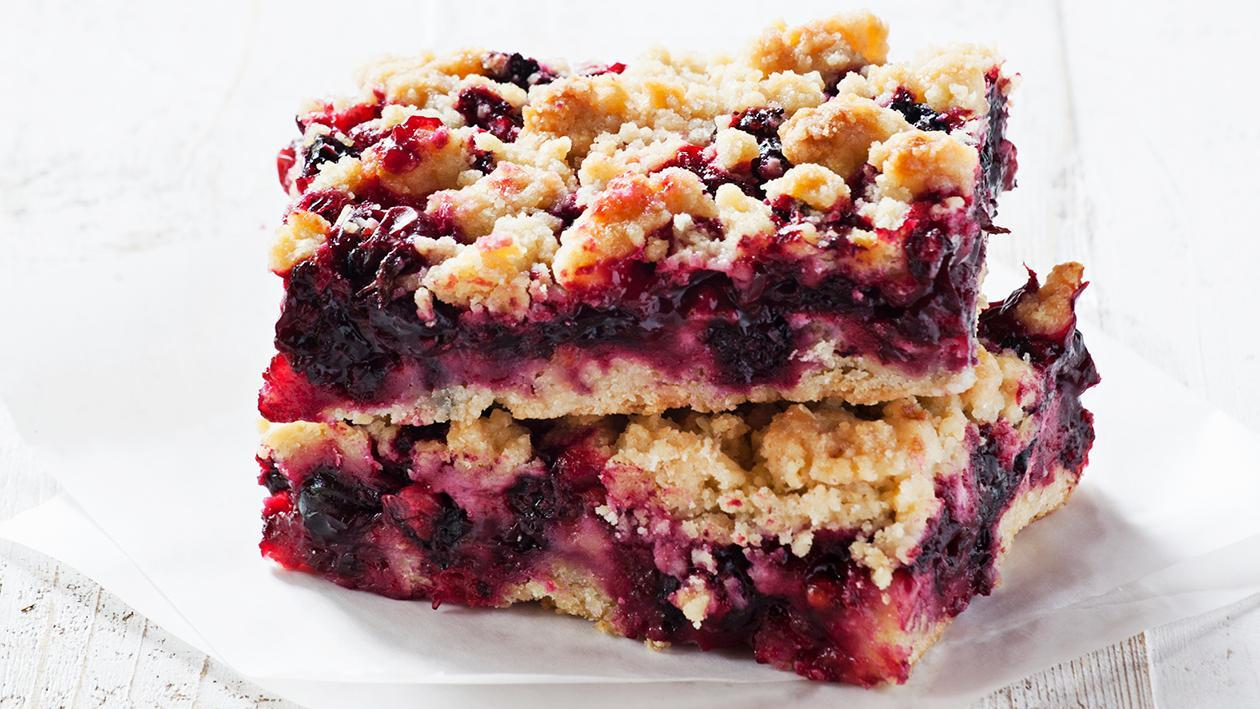 Blackberry and apple flapjack crumble – recipe