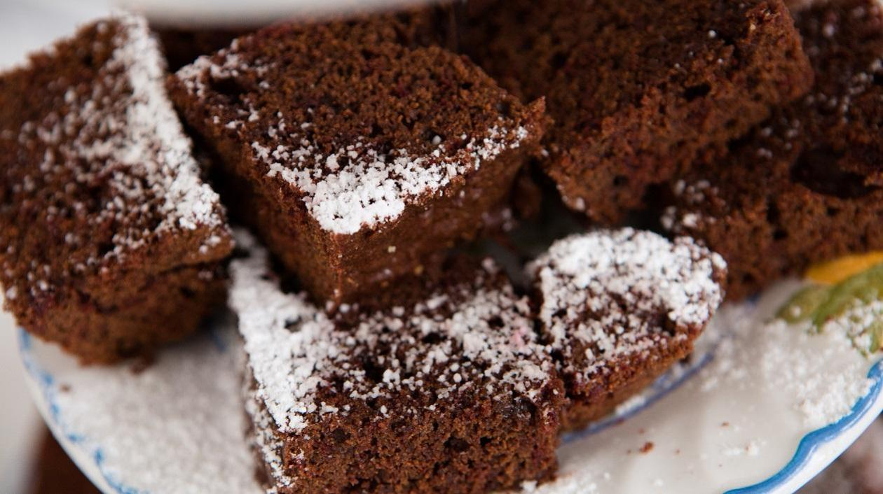 Chocolate and cherry sponge  – recipe