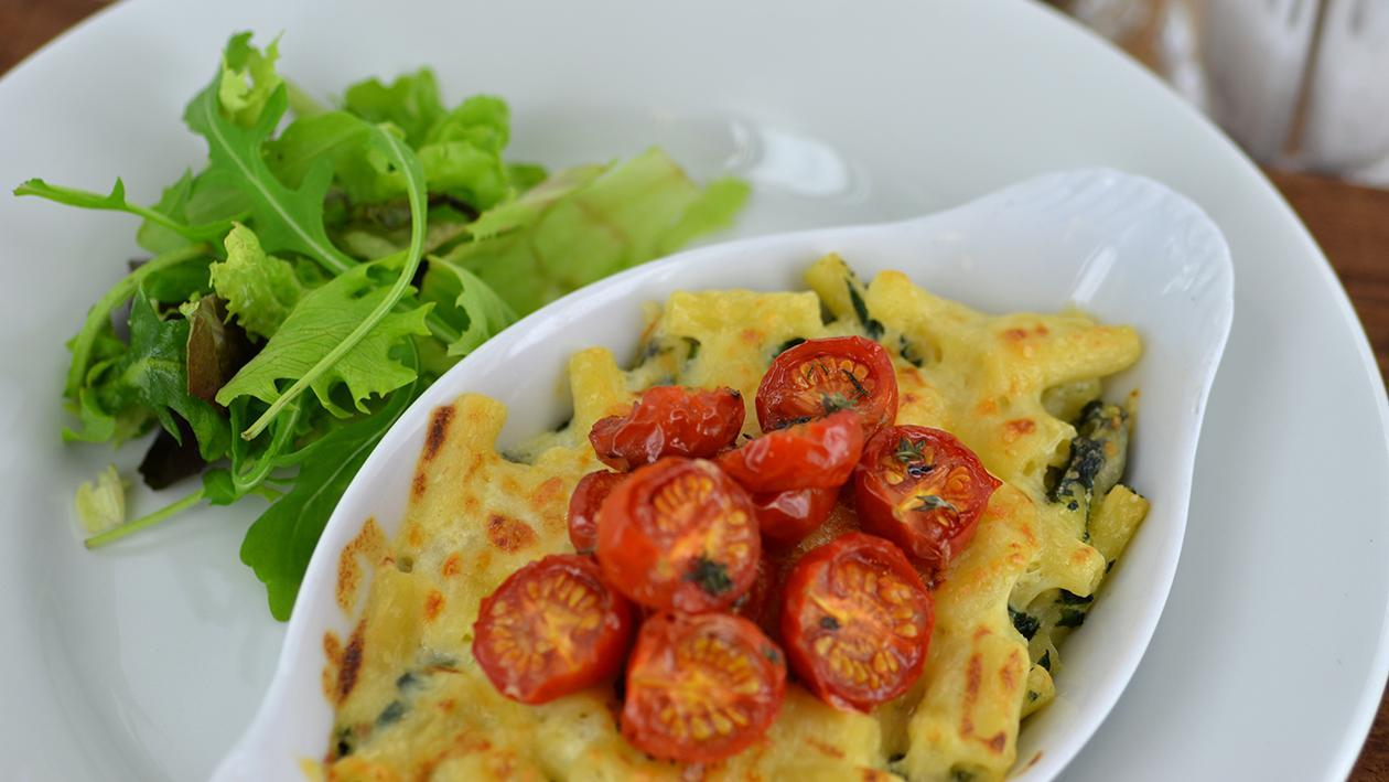 Macaroni cheese with roasted tomatoes & spinach – recipe