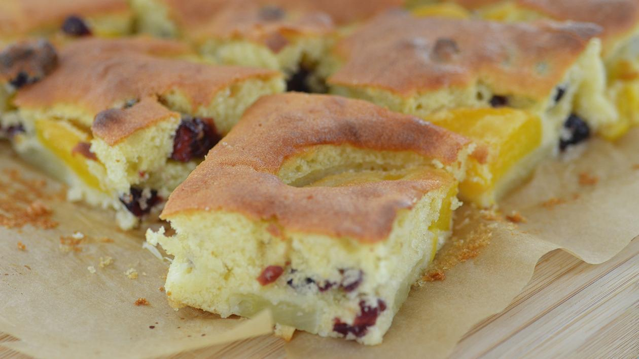 School baking - pineapple sponge with peaches and cranberries – recipe