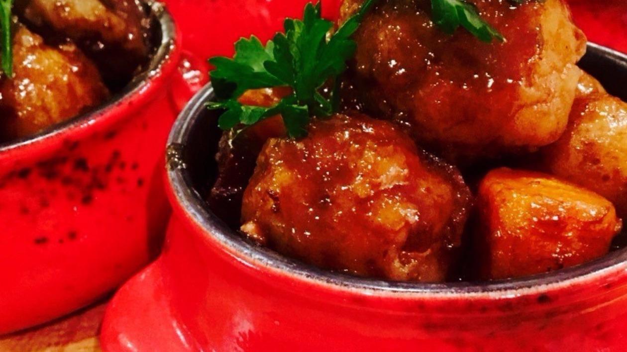 Slow braised Ox cheek & stout casserole with horseradish & parlsey dumplings by Alex Morte – recipe