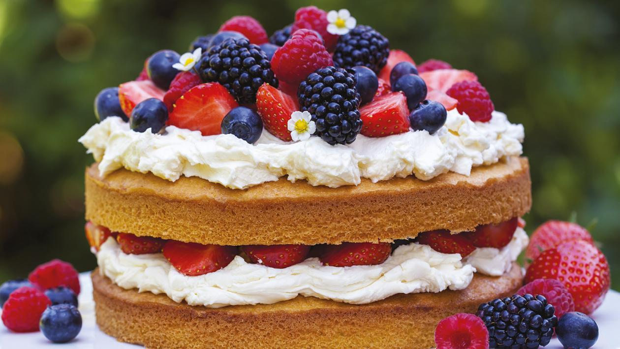 Summer berry naked cake  – recipe