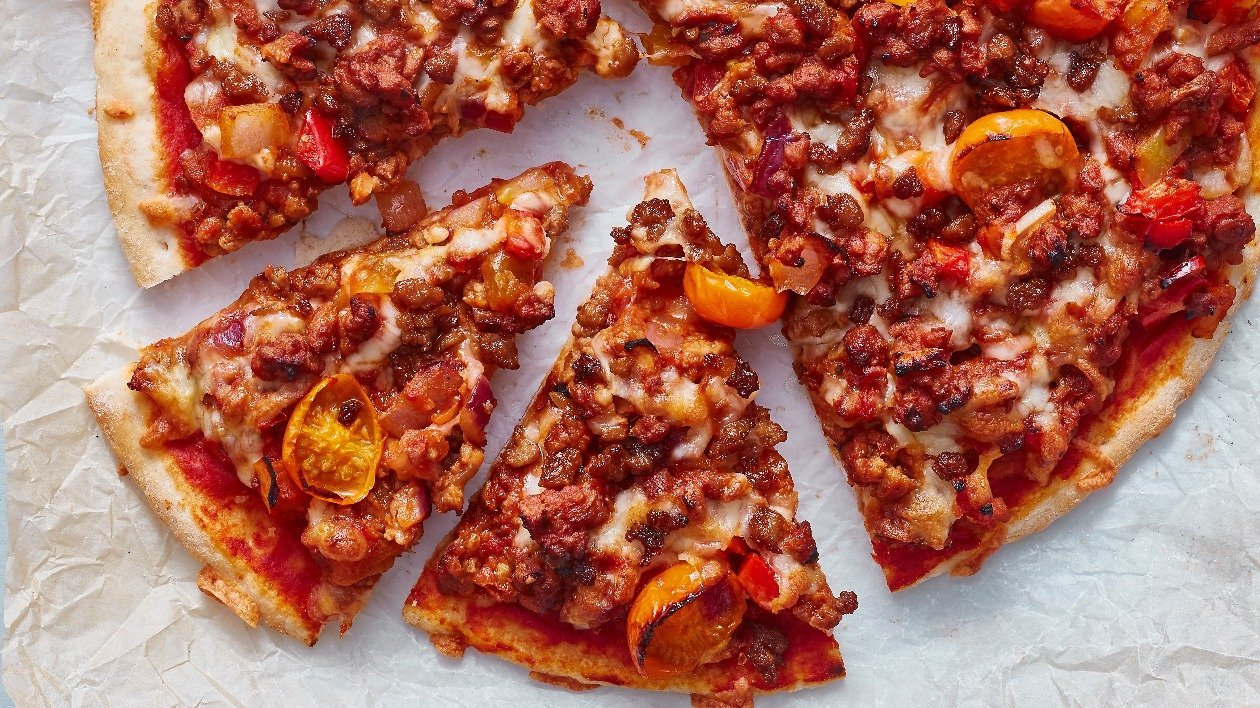 The Vegetarian Butcher Pizza- Smoked Mince & Red Pepper – recipe