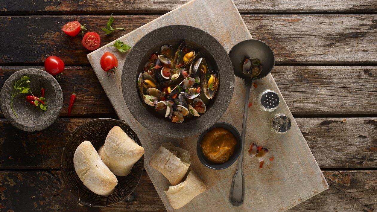 Piri Piri mussels and clams broth