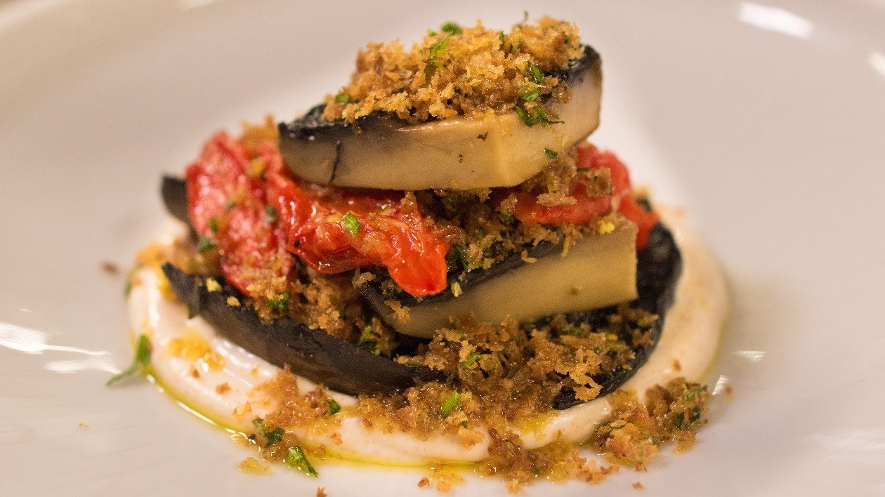 Slow cooked portobello mushroom with smoked onion and garlic Mayo