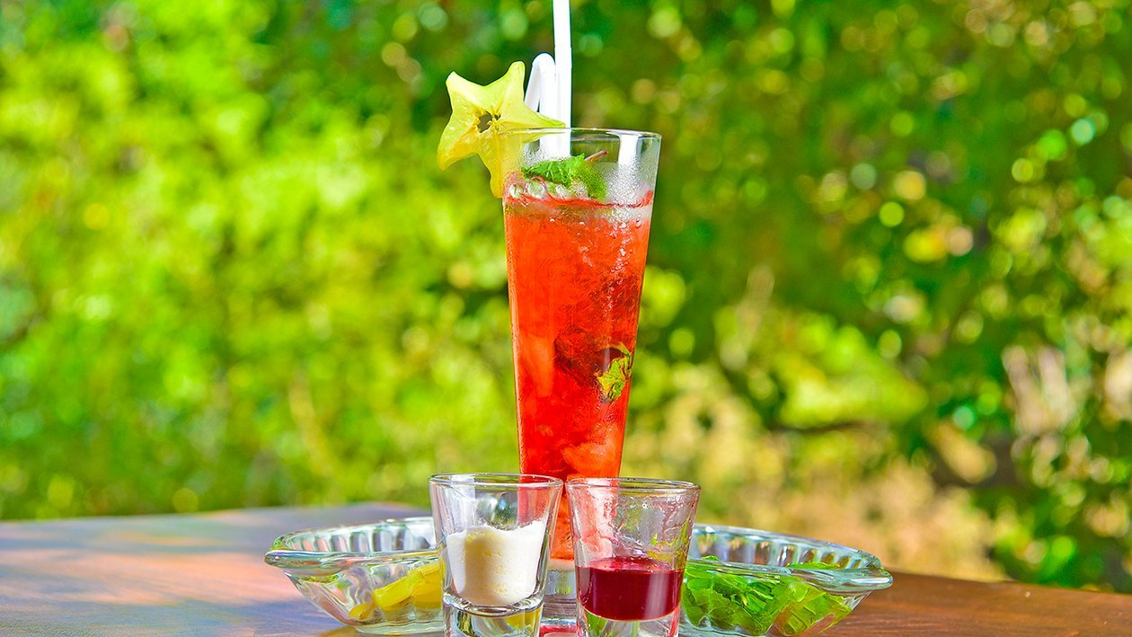 Strawberry and Starfruit Mojito