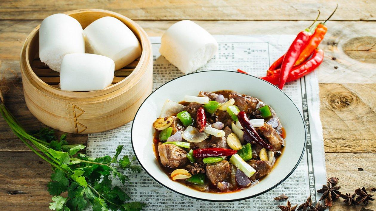 Peppercorn Beef Tenderloin with Mantou Buns