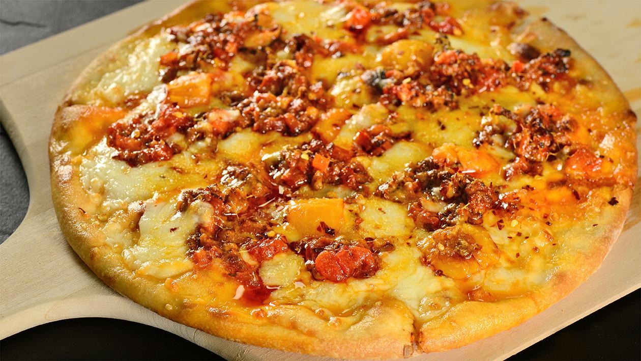 Lamb, Peppers & Chili Pizza