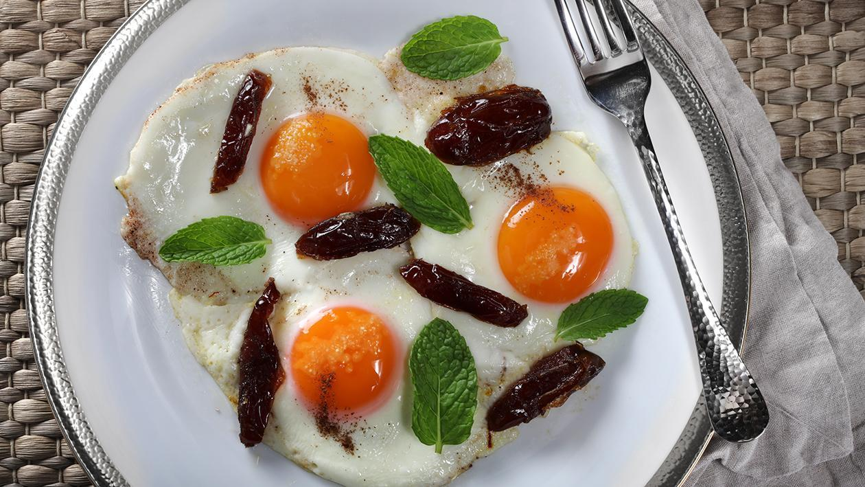 Ramadan Special: Fried Eggs and Dates Recipe