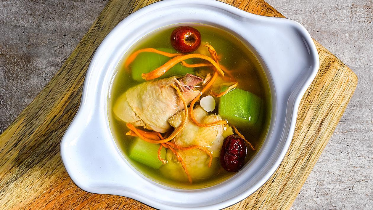 Double-boiled Chicken Soup with Cordyceps Flower and Hairy Gourd