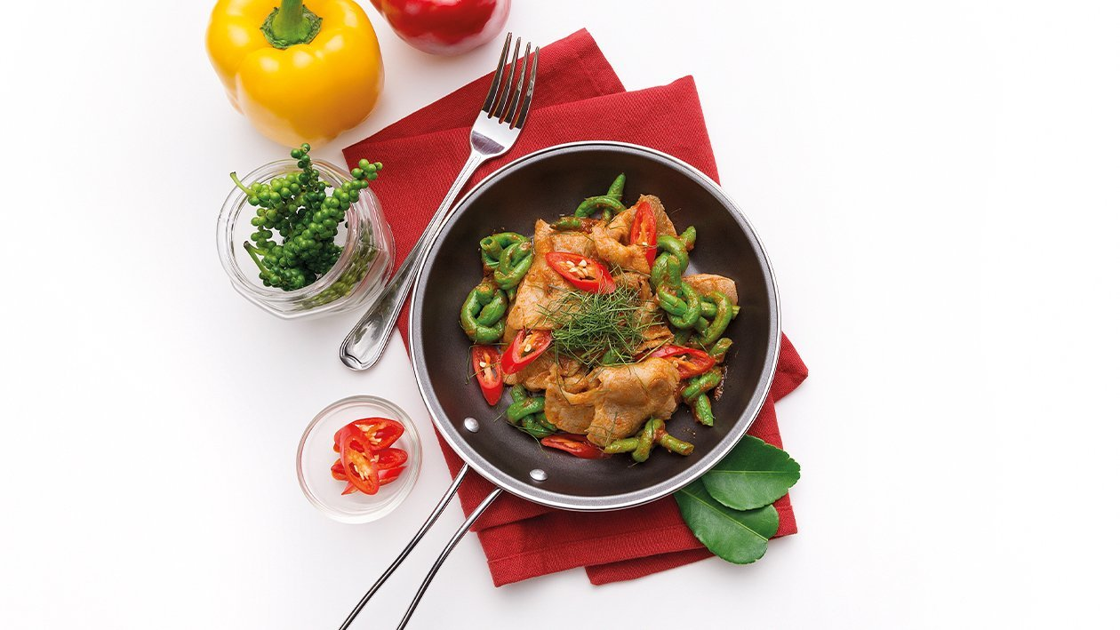 Stir-Fried Pork Tenderloin with Red Curry Paste