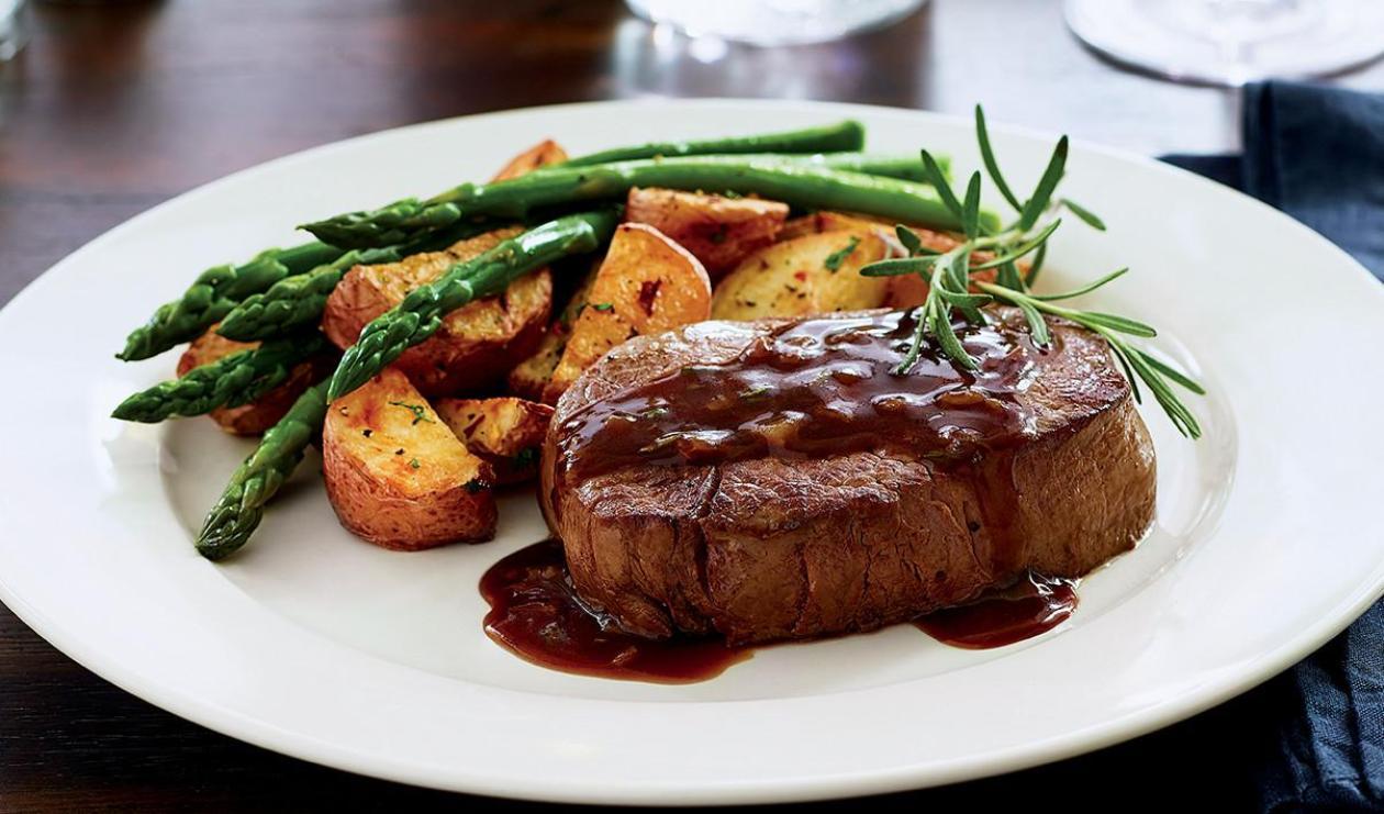 Filet Mignon with Garlic & Rosemary Sauce