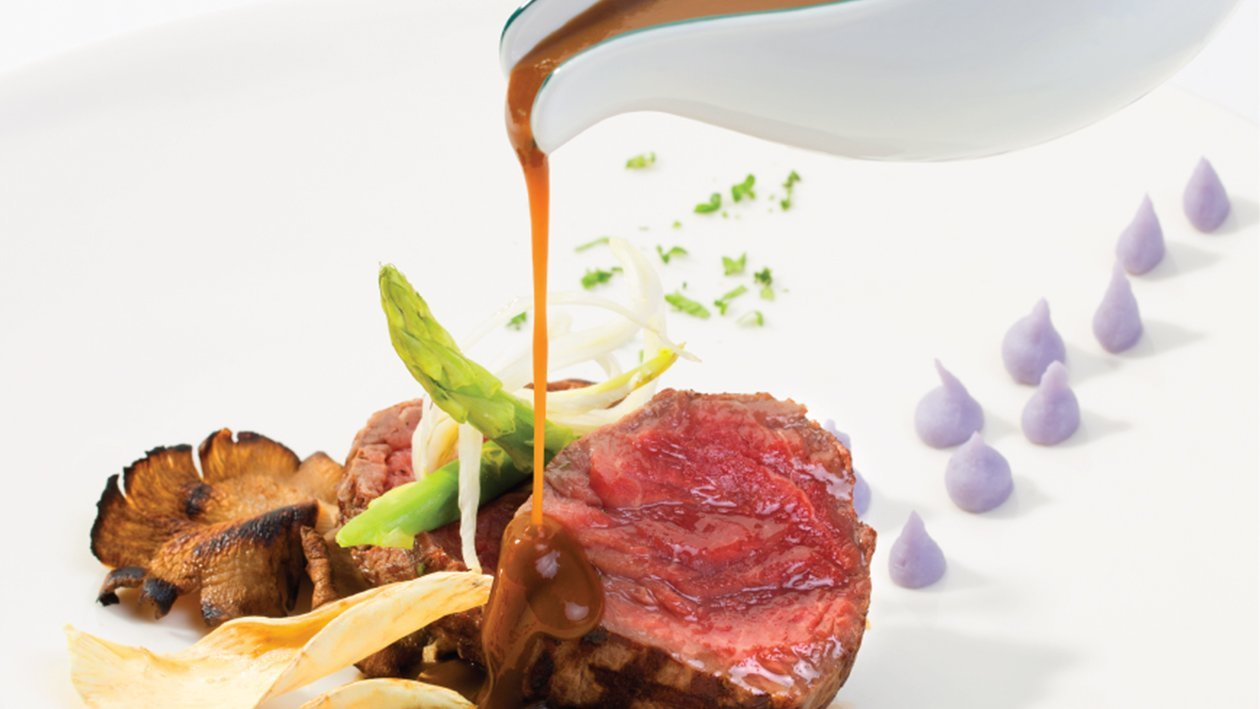 Grilled Beef with Rosemary and Green Pepper Sauce