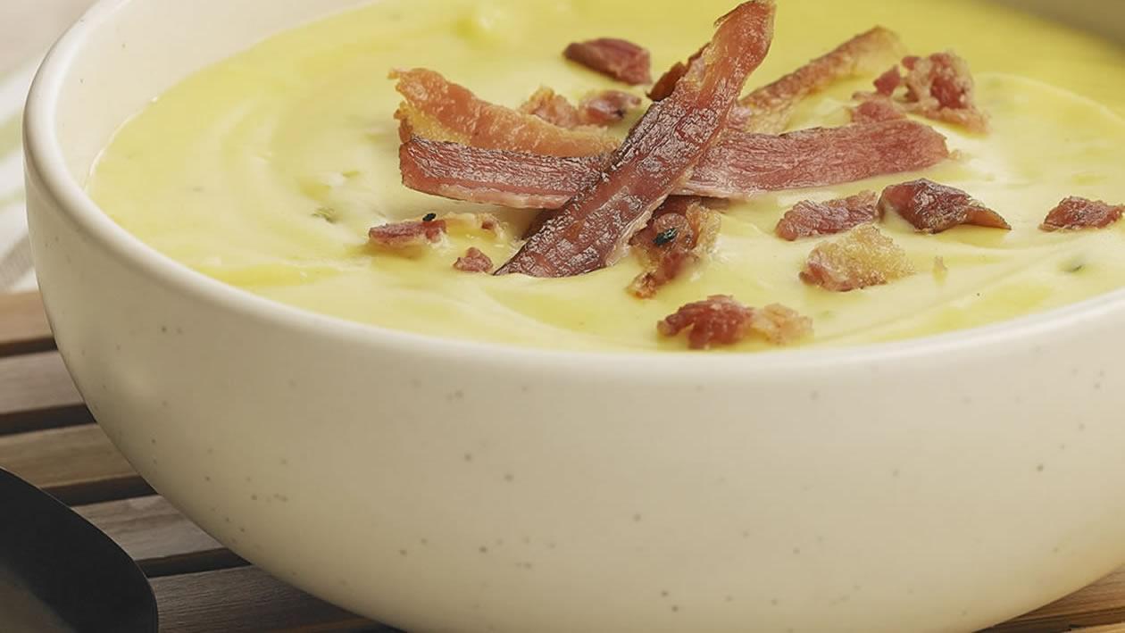 Crema de vegetales y bacon en perfume de oliva