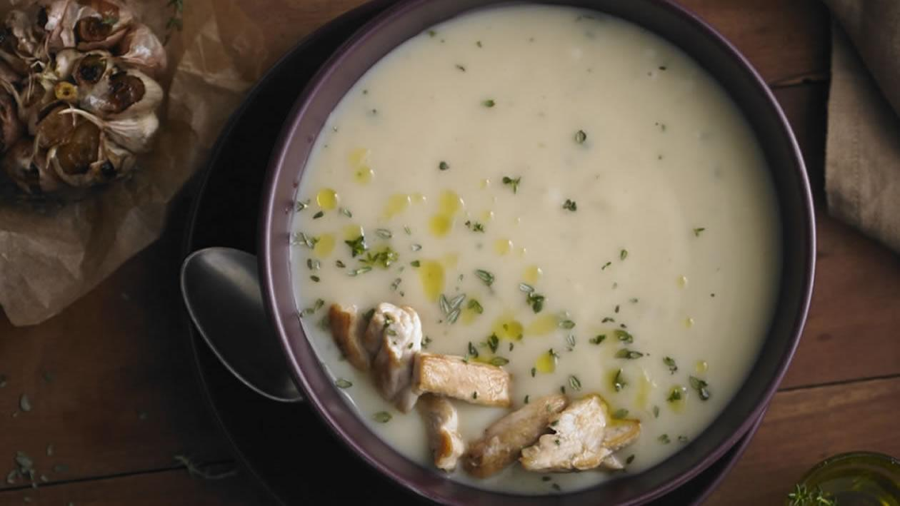 Sopa crema de pollo, ajo dorado y tomillo