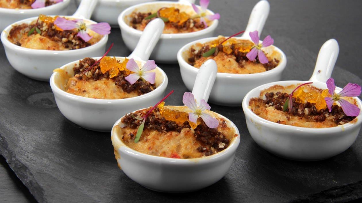 Mini pastel de centolla & caviar de yema curada