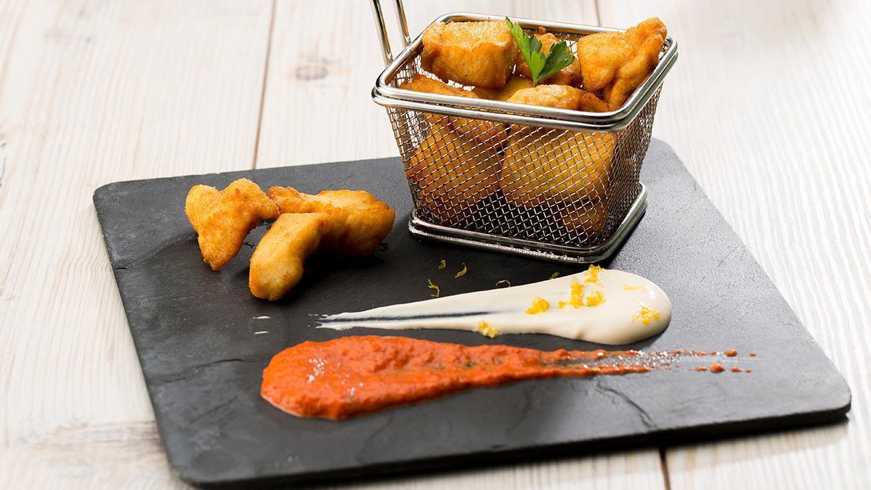Nuggets de pollo y dip de pimiento ahumado al merkén y mayonesa picante