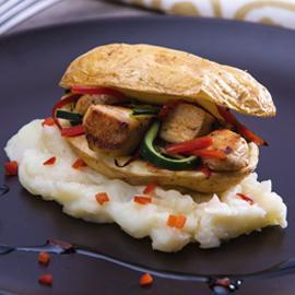 Pollo Oriental con Puré de Papa y Canasta de Verduras Salteadas