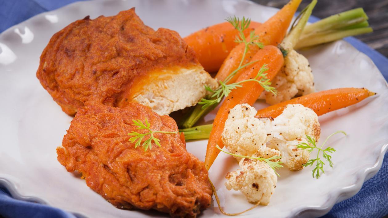 Pollo Empanizado con Vegetales Baby Salteados