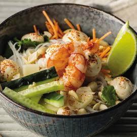 Ensalada de fideos de arroz, langostinos y salsa thai sin gluten